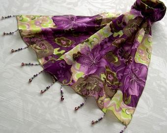 61ac7bd1e71 Foulard décoré de perles