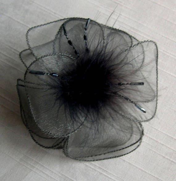 barrette fleur grise en tissu fleur en organza gris plumes etsy. Black Bedroom Furniture Sets. Home Design Ideas