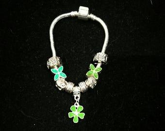 European bracelet with European beads, green flower