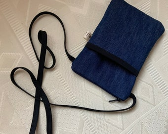 Pouch for I Phone/Denim jeans/pocket lined in front/pocket lined with black cotton/closes by zip/wears on a shoulder strap/sober/practical/