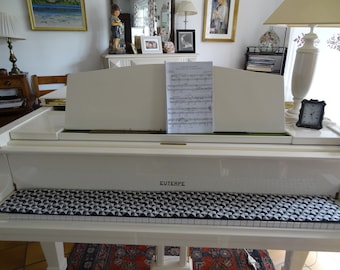 Protects - keyboard/runner piano/fabric patterns geometric/graphic/black, gray, white/lining thick black hair short/modern style.