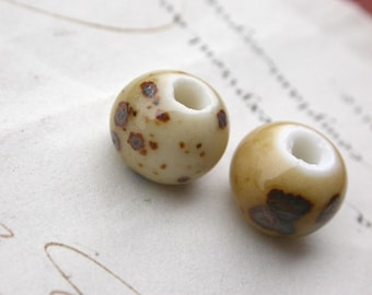 Set of 6 ceramic beads - white and beige - 7 * 7mm