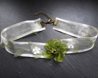 Green and white Choker necklace