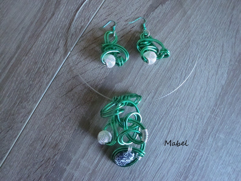 silver wire Pearl Set emerald green and silver necklace and earrings black and white marbled stone emerald green aluminum wire
