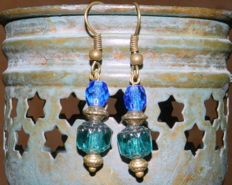 Retro style earrings emerald green and blue