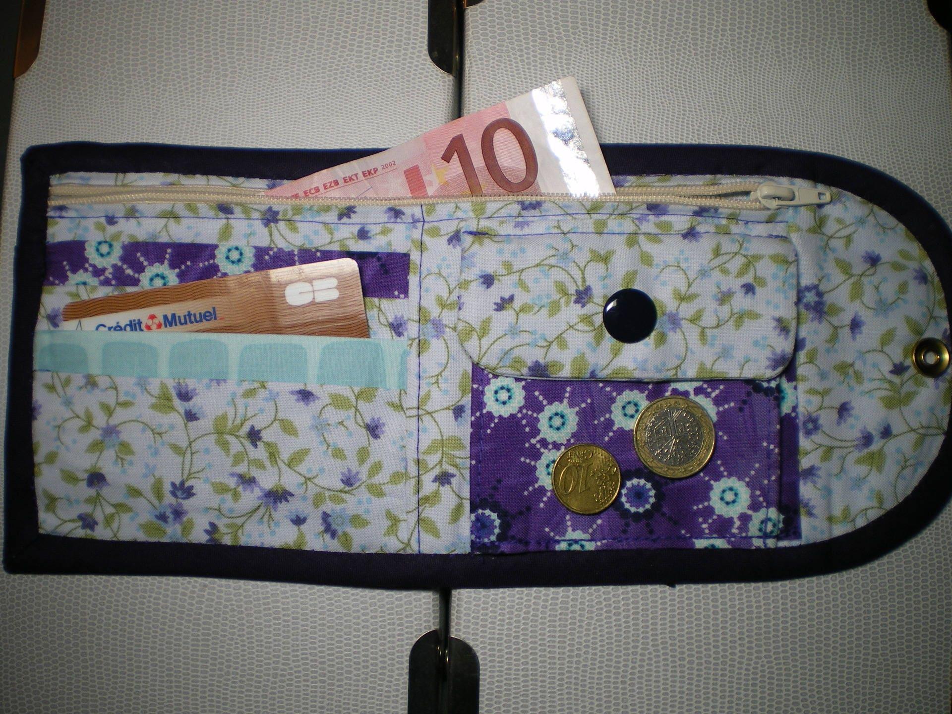 Porte monnaie porte cartes en tissu patchwork fleuri violet etsy - Porte monnaie en tissu ...