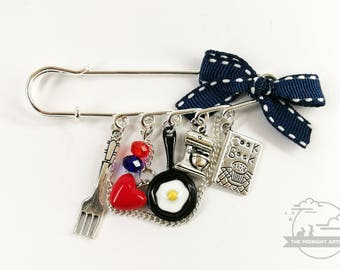 Kiss the Cook Charm Brooch