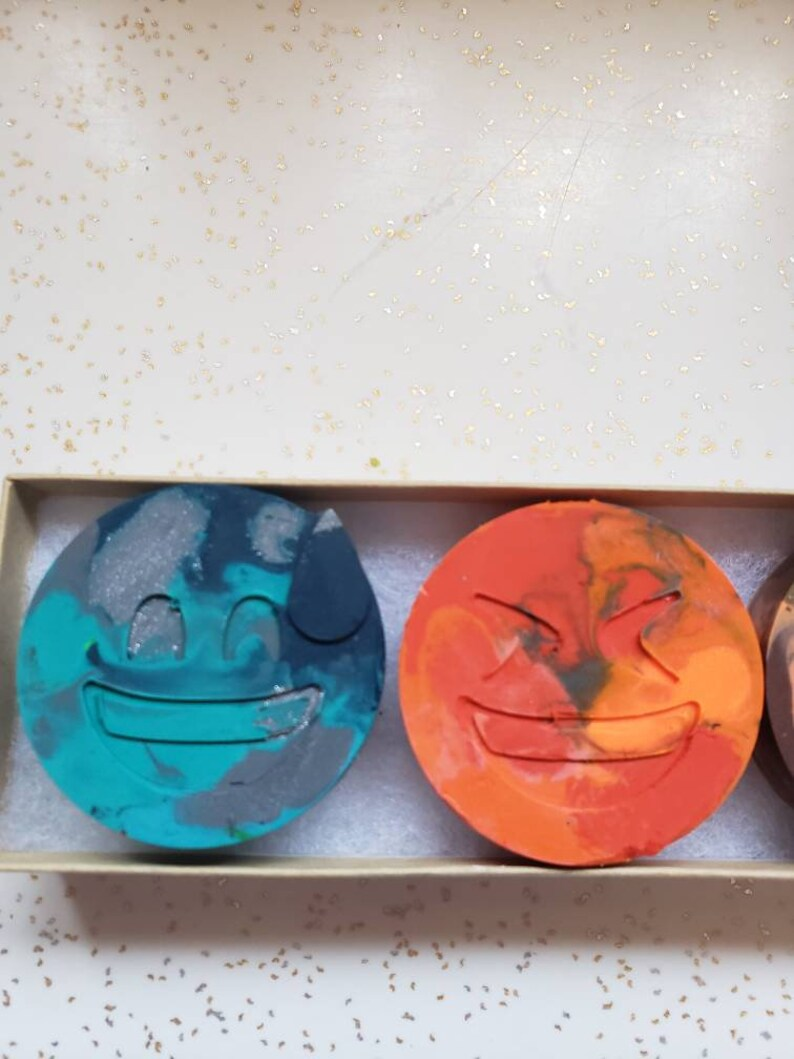 Emoji crayons