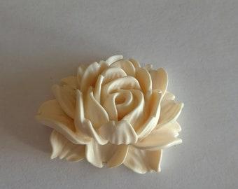 Fleur crème en résine