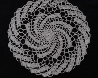 crocheted doily, round, white cotton, 22 cm diameter