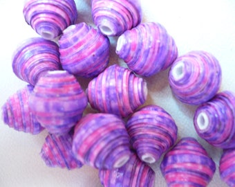 set of 18 beads in pink and purple paper length 1 cm