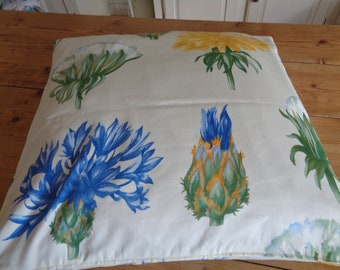 Cushion cover in cotton with flower decoration. cm50x50. Zip at the bottom