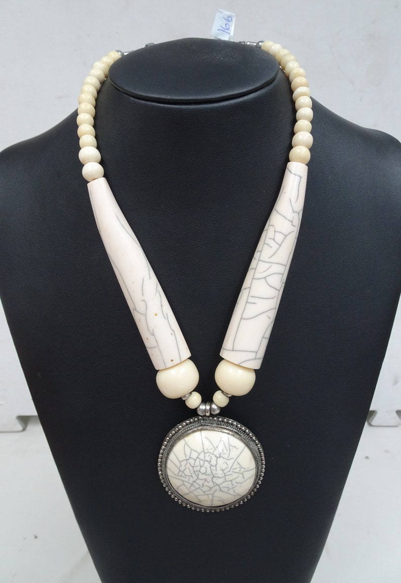 Bakelite necklace with chinese eggshell pattern #166