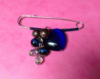 brooch pin heart and blue beads