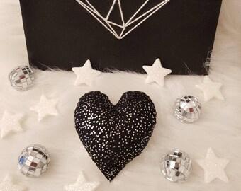 Glitter has PPetit heart for black cat!