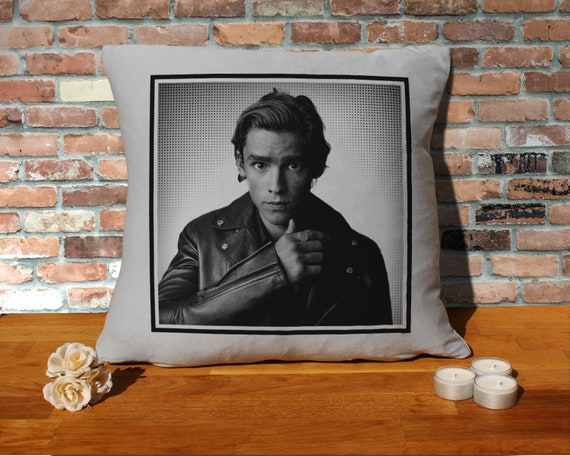 Henry Cavill Pillow Cushion 16x16in