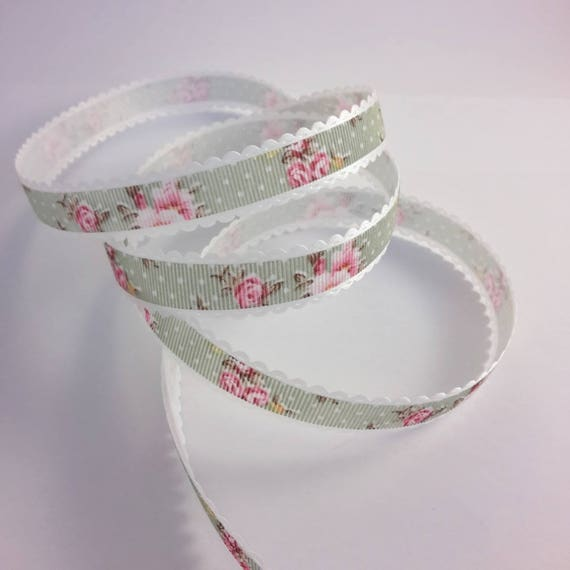R - Ribbon decorate pattern flower and polka dots on green background - 10 mm wide
