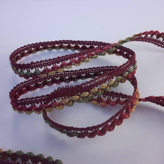 Fancy Ribbon multicolor dark red colors