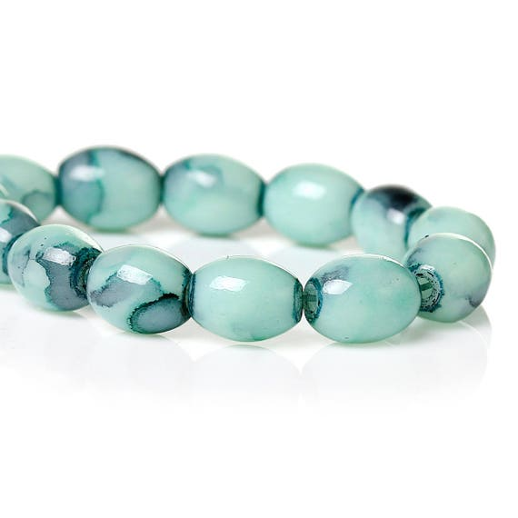 Set of 10 - oval glass beads - light green - 8 mm
