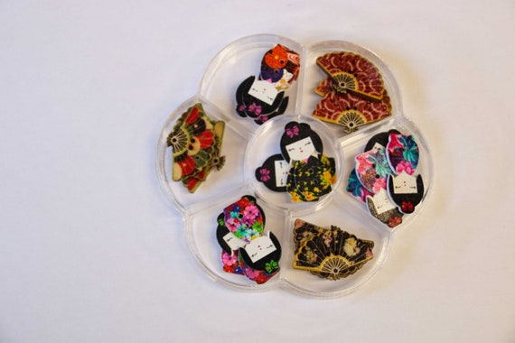 KOKESHI - assorted wood buttons