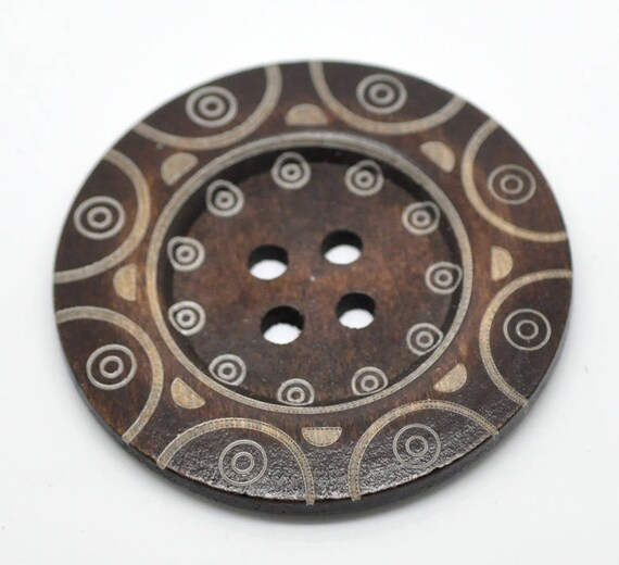 BB60104 - 1 BUTTON WOOD BROWN 6 CM LARGE