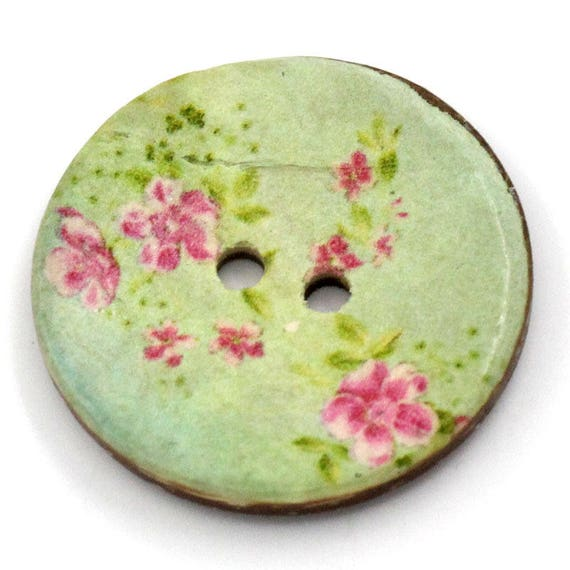 BCO30105 - 3 round 30 mm colorful wooden buttons