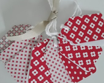 8 red gift tags