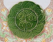 Bordallo Pinneiro Majolica Style Figs Plate in Green Vintage Bordallo Pinneiro, Figs Surrounded By Leaves Majolica Style Plate