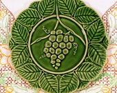 Bordallo Pinneiro Majolica Style Grapes Plate in Green Vintage Bordallo Pinneiro, Majolica Style Grapes in Raised Relief, Serving Plate