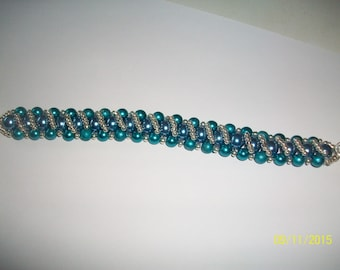 Blue and silver glass pearl bracelet