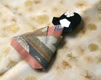 Geisha in kimono triangular #2 magnet