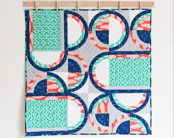 Retro Circles Wall Hanging (English Quilt Pattern)
