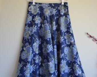 1970s 1980s Pretty floral skirt - Vintage navy floral print skirt - A line blue flower skirt - Size M