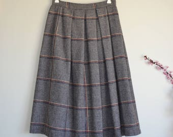 1960s 1970s 1980s Vintage Wool plaid skirt - Preppy Vintage grey plaid school girl skirt - Size S/M