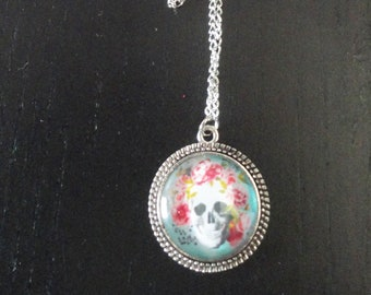 Skull and Crown skull cabochon pendant necklace with silver roses