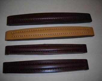Handle type leather doctor bag.