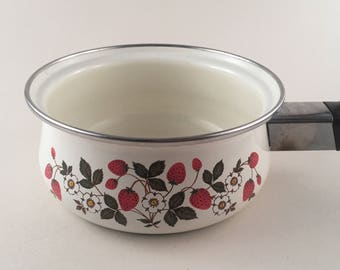 Vintage Enamel Cookware, Sheffield Strawberries 'n Cream, Open Sauce Pan, Vintage Quart Open Sauce Pan, Vintage Strawberry Kitchen Decor
