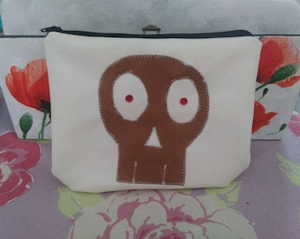 Pouch White Sequined skull theme