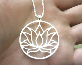 Beautiful 35 mm silver plated lotus flower necklace