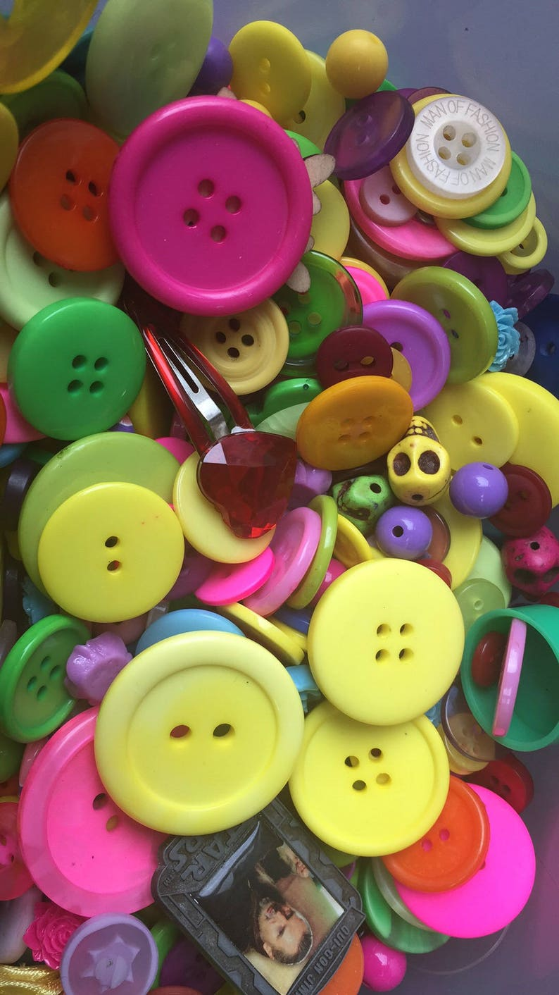 PLASTIC BUTTONS ASSORTED BUTTONS ARTS /& CRAFTS 200g MIXED BUTTONS