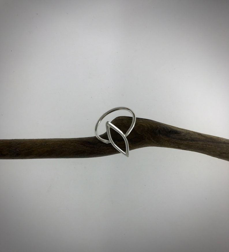 Leaf ring with thin band