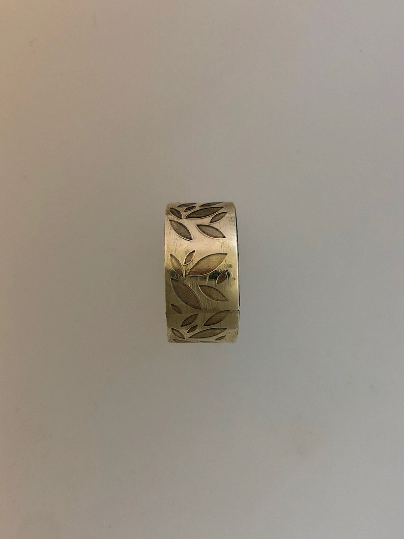 Silver band with leaf engraving