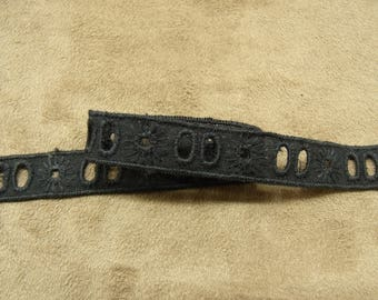 BRODERIE ANGLAISE - 1.5 cm-black