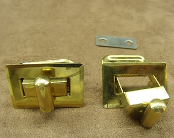 Gold clasp for pouch-
