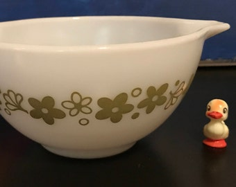 Pyrex Spring Blossom Green Small Cinderella Bowl