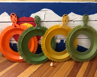 Plate-Mate Flower Paper Plate Holders