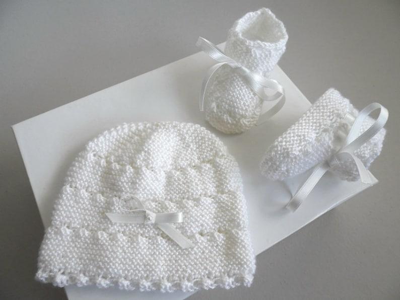 108d4ee7a71 Bonnet bebe et chaussons ensemble Naissance tricote main