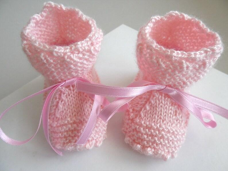 9f871a46e72a9 Chaussons bebe 1m tricotes main coloris rose pour BB fille