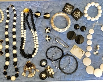 Engagement & Wedding Reasonable Lot 3 Wholesale Lot Of Wearable Fashion Jewelry Ladies Mans Assorted Rings 30 Pc Jewelry & Watches