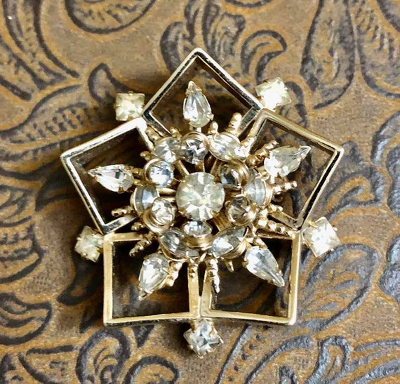 Vintage Hobe Snowflake Brooch                  214